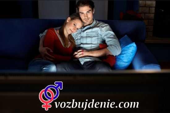 Просмотр эротического фильма с девушкой