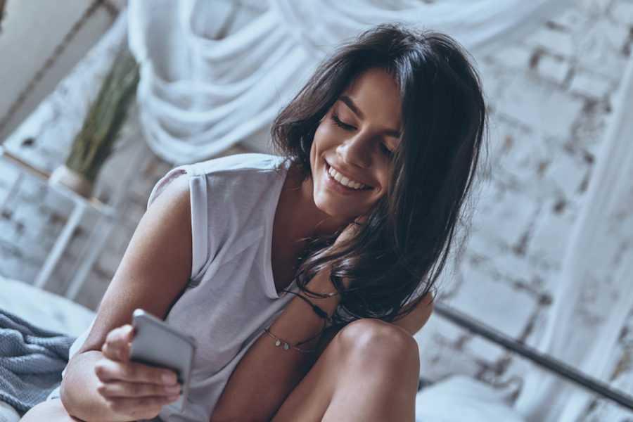 красавица с телефоном