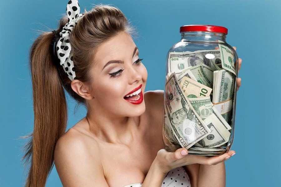 мужчина не тратит деньги на женщину