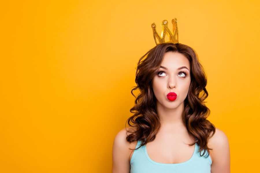 девушка с короной