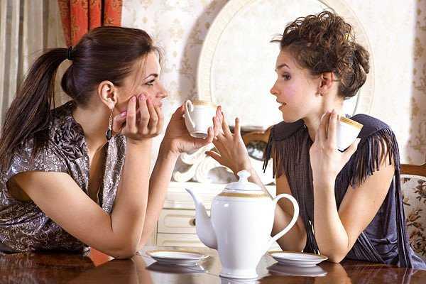 барышни за чаем