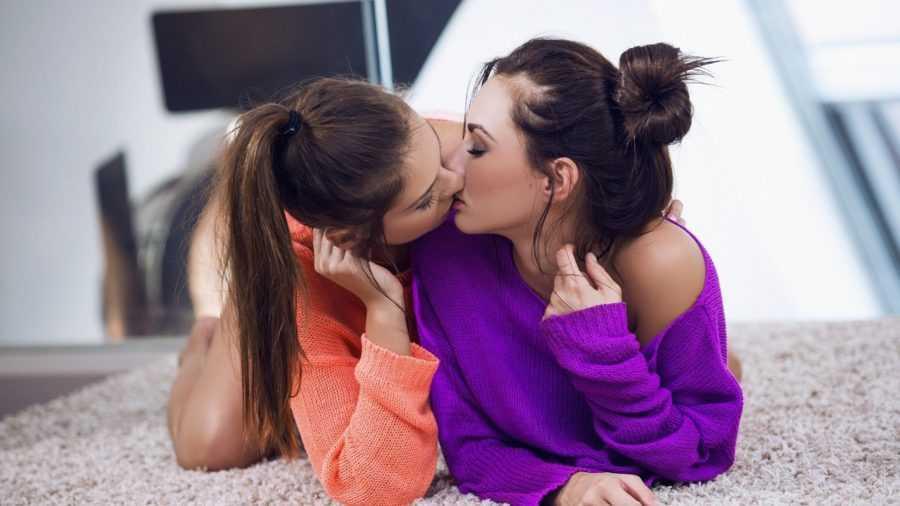 Любовь между девушками