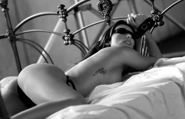 секс в наручниках - сзади