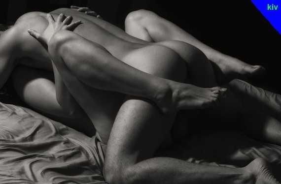 ночная поза секса - классика ноги согнуты