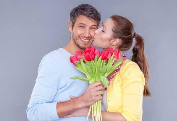 дарить цветы любимой девушке