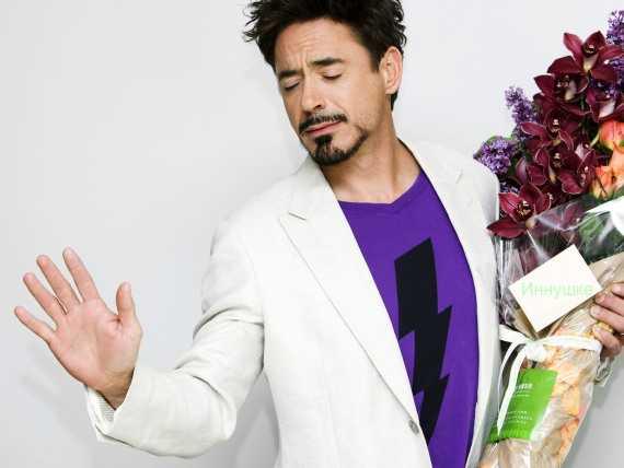 мужчина с цветами - любящий мужчина