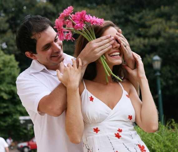хочешь сделать девушке приятно - подари цветы