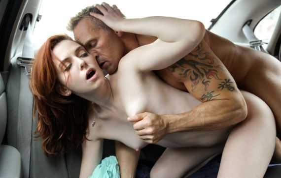 Поза секса в машине - сзади