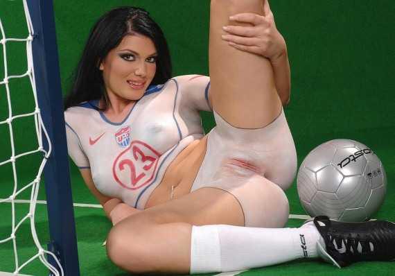 Крутой футбольный боди арт