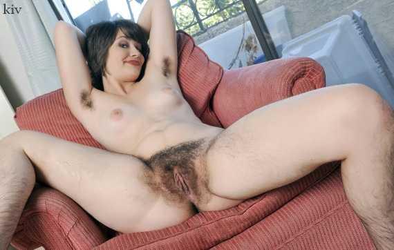 густая растительность на теле женщины
