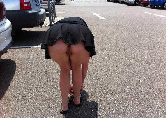 мини юбка задралась все видно