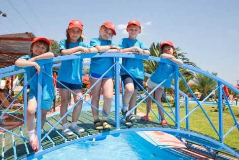 каникулы в детском лагере