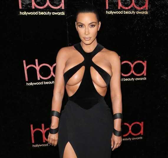 Ким Кардашьян на подиуме