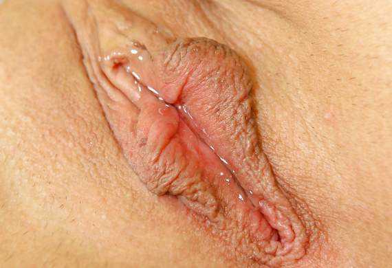 мокрое влагалище женщины