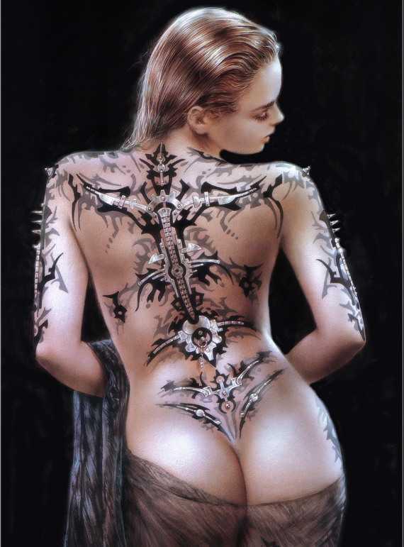 футуристический рисунок на теле женщины
